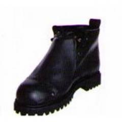 Protective footwear, oil resistant