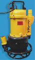 """Con sistema agitador y """"jet"""" (chorro de agua), para remover sedimentos sólidos, para dragar ó remover arena con agua y lodos pesados."""