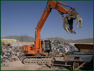 Camionetas  Camionetas de 3.5 toneladas  Remolques  Contenedores  Tortons  Trailers  Bobcat  Grúas  Cizallas para destrucción de Metales